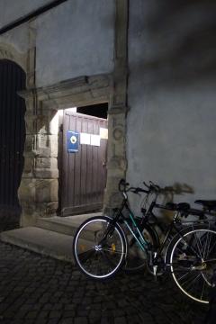 15.NdK,Pforte zum Domhof mit Fahrrädern