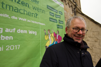 Superintendent Kant bei Bannerhängung Marktplatz